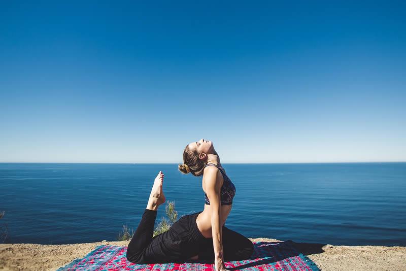 Mit Yoga Verspannungen lösen und Stress abbauen